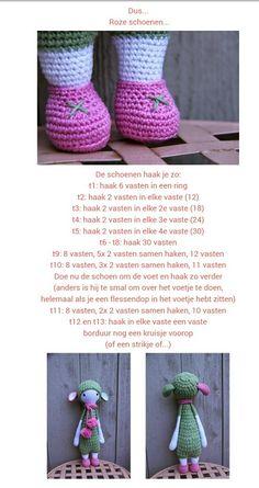 Schoenen voor Lalylala knopje, gevonden op http://ak-at-home.blogspot.nl/search/label/Crochet?m=0