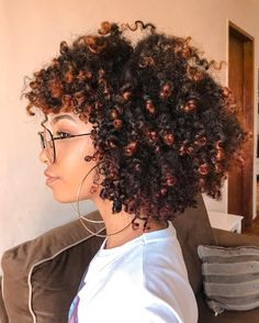 90 easy hairstyles for naturally curly hair - Hairstyles Trends Natural Curls, Natural Hair Care, Natural Hair Styles, Texturizer On Natural Hair, Natural Hair Highlights, Pelo Afro, Natural Hair Inspiration, Natural Hair Journey, Afro Hairstyles