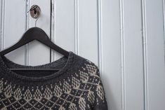 Vaihtelua sukanvarteen: 6 helppoa resorimallia - Pariton rasa Turtle Neck, Crop Tops, Sweaters, Knitting Ideas, Women, Fashion, Moda, Fashion Styles, Sweater