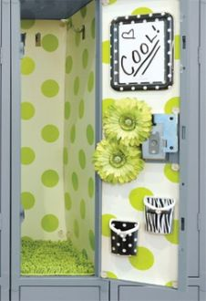 Wow! How cute...locker wallpaper and darling accessories. My daughter would have loved this!!