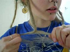 Making dreads tutorial using twist and rip method. How To Start Dreadlocks, How To Dread Hair, Dreadlock Hairstyles, Diy Hairstyles, Starting Dreads, Half Dreaded Hair, Dreads Styles, Hair Styles, White Girl Dreads