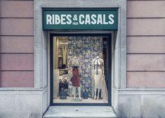 Tiendas de telas en Barcelona, Madrid, Sevilla, Málaga, Palma de Mallorca y online en tiendatelas.com. Tejidos a metros al mayor y detall. - RibesCasals