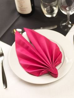 Inspiration for restaurants, decoration, table setting, colorful, inspring range of colours, enjoyable moments, mood makers. When you want everything to be just right. Dinner napkin. Dinner Napkins, Restaurants, Table Settings, Range, Colours, Colorful, Mood, In This Moment, Decoration