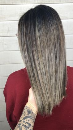 platinum ash blonde balayage on mid-length hair - hair peinados Balayage White, Balayage Hair Ash, Hair Highlights, Beige Blonde, Brown Blonde Hair, Teen Vogue, Brown Hair Inspiration, Red H, Castor Oil Hair Treatment