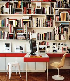 Really nice workplace. I love the irregular bookcase and the red border.