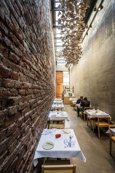 Es un muy pequeño restaurante en Cordoba, Argentina. Se puede comer con su amigo y admirar el restaurante interesante.