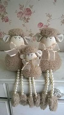 Pin by carol on Handmade toys Sheep Crafts, Yarn Crafts, Felt Crafts, Easter Crafts, Fabric Crafts, Christmas Crafts, Christmas Sewing, Easter Decor, Handmade Christmas