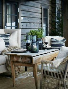These cosy winter outdoor spaces will bring you lots of inspiration for the upcoming winter. Enjoy your outdoor space no matter what season it is! Outdoor Rooms, Outdoor Dining, Outdoor Furniture Sets, Outdoor Decor, Outdoor Seating, Terrace Roof, Outside Living, Al Fresco Dining, Cabins In The Woods