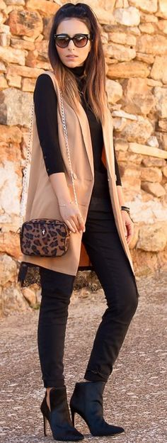 Camel Vest On Total Black Fall Street Style Inspo by With Or Without Shoes