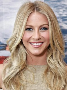 Julianne Hough Blonde Hair - Celebrities with Blonde Hair