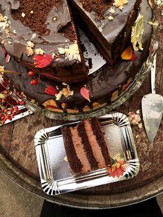 Naked wedding cake. Second tier: chocolate and chilli.  #weddingcake #mexico #nakedcake