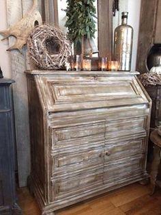 En nog een mooie secretaire in Coco, French Linen, Old White, clear wax, dark en witte wax. Groetjes Wendy Oldsweetwhite www.shabbytreats.com