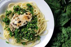 http://ostra-na-slodko.pl/2015/05/25/spaghetti-z-jarmuzowym-pesto-i-grillowanym-kurczakiem/