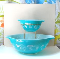 Vintage Turquoise Pyrex - how cool, I've never seen one of these by Pyrex