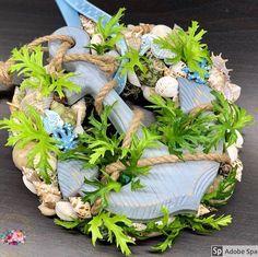 """Kézműves Csodák Műhelye on Instagram: """"Ez a tengeri tünemény ma készült. Nektek hogy tetszik? A megosztásokat köszönjük szépen! #ajtódísz #kopogtató #artificialflower…"""" Coastal Decor, Floral Wreath, Wreaths, Table Decorations, Instagram, Home Decor, Floral Crown, Decoration Home, Door Wreaths"""