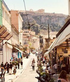 Kurzurlaub in Athen   Discover Greece Pool Bar, Athens City, Open Air, City Break, Street View, City Streets, Ancient Greece, Acropolis, Nightlife