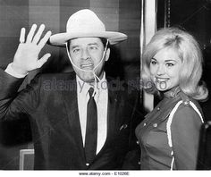comedian-jerry-lewis-with-miss-canada-e1026e.jpg (640×538)