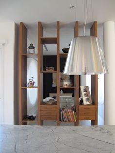 Casa Linea. Mueble divisor entre cocina y comedor diario.  Barrionuevo Sierchuk arquitectas