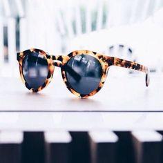 Stylish Tortoise shell sunglasses | Lilliana Vazquez, The LV Guide