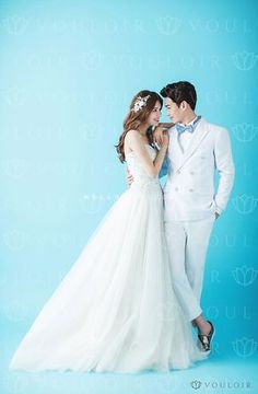 Pre Wedding Poses, Wedding Couple Poses, Pre Wedding Photoshoot, Wedding Pics, Wedding Shoot, Wedding Couples, Korean Wedding Photography, Couple Photography Poses, Bridal Photography