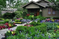 Front Yard Garden Design Drive-By Gardens: No-lawn flower garden at Houston Heights bungalow Xeriscape, Planting Flowers, Backyard Design, Lawn And Landscape, Beautiful Flowers Garden, Backyard Garden, Backyard Landscaping Designs, Houston Garden, Backyard