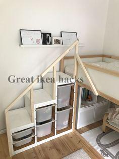 Ikea Hack Kura Hochbett, Ikea Hack Kura loft bed, We have built an Ikea Kura loft bed and an Ikea Trofast shelf to a great construction. The railing makes it really safe and the little ones cannot fall …, Ikea Hack Lit, Ikea Closet Hack, Ikea Hack Bedroom, Kids Bedroom, Bed Ikea, Ikea Trofast Regal, Trofast Ikea, Cama Ikea Kura, Ikea Kura Hack