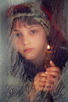 face of girl holding candle in window The Little Match Girl, We Are The World, People Of The World, Creative Photography, Amazing Photography, Window Photography, Romanian Girls, Window Candles, First World