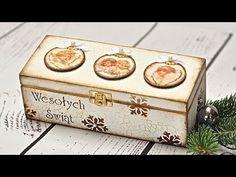 Film prezentuje jak za pomocą techniki decoupage krok po kroku ozdobić pudełko. Idealny pomysł na Boże Narodzenie. Pokazana została technika jak przykleić pa...