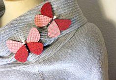 Mariposa. Handmade Butterfly brooch. Fabric wings. Modernista. Broche. Insect. Modernist. Textile jewelry. Made with love in Barcelona. de KoKodart en Etsy