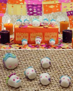 Calaveritas de azúcar, pero hechas de porcelana fría o pasta francesa ¡súper sencillas para decorar tu altar de muertos! #craftingeek #DíadeMuertos