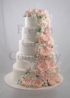 Wedding Cakes - Season 2013 - This cake took us a huge amount of time but the result is well worth it, we enjoyed this amazing cascade of roses, pearls, feathers and cristals. The bride cried when she saw her wedding cake, she was so happy!