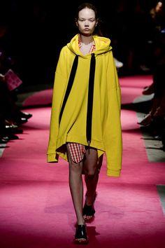Marques ' Almeida Fall 2016 Ready-to-Wear Collection Photos - Vogue