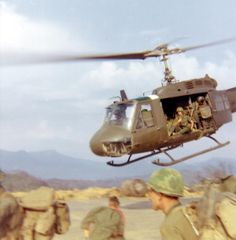 Huey lifting off. Vietnam History, Vietnam War Photos, Vietnam Veterans, American War, American History, American Legend, American Soldiers, British History, Native American