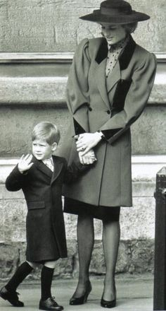 On March 26, 1989 Diana and Harry attending Easter service at St.George's Chapel at Windsor Castle.