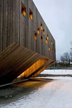 Completed in 2010 in Oslo, Norway. Images by Thomas Bjørnflaten. Reiulf Ramstad Architects has been involved in designing a new kindergarten for Fagerborg Congregation in central Oslo. The kindergarten offers Architecture Design, Wooden Architecture, Gothic Architecture, Amazing Architecture, Contemporary Architecture, Library Architecture, Architecture Sketchbook, Architecture Graphics, Architecture Portfolio