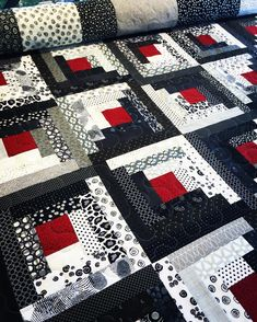 Having fun quilting this awesome modern log cabin pieced by Maureen Modern Quilt Patterns, Quilt Block Patterns, Log Cabin Quilt Pattern, Log Cabin Quilts, Log Cabin Patchwork, Modern Quilting, Modern Log Cabins, Easy Quilts, Strip Quilts