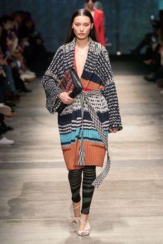 Missoni Fall 2020 Ready-to-Wear Fashion Show - Vogue 2020 Fashion Trends, Fashion Mode, Moda Fashion, Fashion 2020, Daily Fashion, Street Fashion, Missoni, Knitwear Fashion, Knit Fashion