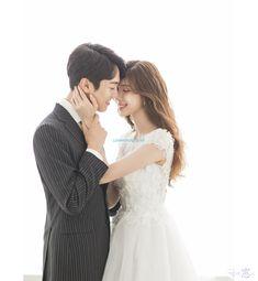 New Photography Wedding Korea Studios Ideas Wedding Couple Poses Photography, Wedding Photography Packages, Wedding Poses, Wedding Couples, Amazing Photography, Food Photography, Wedding Ideas, Korean Wedding, Wedding Story