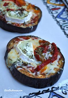 Aubergine au four, façon mini pizzas Rezepte hausgemachte Gourmet Healthy Cooking, Healthy Snacks, Healthy Recipes, Deep Dish, Margarita Pizza, Pizza Logo, Pizza Restaurant, Homemade Tomato Sauce, Cream Recipes