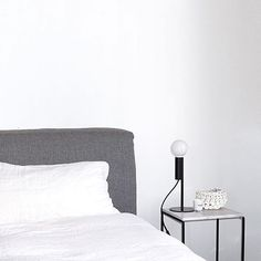 Simple, minimal... Love! Via @theminimalisthome - #minimalism #minimalist #bedroomstyle #monochrome #blackandwhite #simplicity