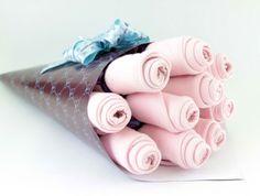 Buquê de flores com paninhos de boca da Baby Wrappers.