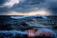 Унесённые ветром и затуманенная алкоголем: как отдыхающие в Крыму покоряли стихию http://ruinformer.com/page/unesjonnye-vetrom-i-zatumanennaja-alkogolem-kak-otdyhajushhie-v-krymu-pokorjali-stihiju  За прошедшие выходные на водных объектах Крыма сотрудники МЧС спасли четырёх отдыхающих. Об этом сообщили в пресс-службе чрезвычайного ведомства.Так, под Керчью в районе пляжа села Каменское в море унесло катамаран с тремя людьми. На помощь отправилась лодка поисково-спасательного поста…