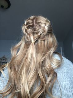 half up half down 52 Trendy Chic Braided Hairstyle Ideas You Should Try - braid hairstyle, braided. 52 Trendy Chic Braided Hairstyle Ideas You Should Try - braid hairstyle, braided half up half down hairstyles Pretty Hairstyles, Easy Hairstyles, Hairstyle Ideas, Hairdos, Stylish Hairstyles, Wedding Hairstyles, Hairstyle Braid, Kids Hairstyle, Straight Hairstyles