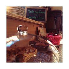 Eh il y a de la bonne tarte aux pommes pour le goûter chez Libellule  et y'a aussi de la brioche nature ... ouvert jusqu'à 18h30.  #creationfrancaise #homemade #libellule #libellule67600 #alsace #selestat #monalsace #3ruedu17novembre #cafeboutique #cafe #deco  #madeinfrance #fabriqueenfrance #ideecadeau #cafeboutique #kids #conceptstore #tarte #tarteauxpommes #gouter #food #foodporn