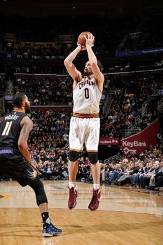 Kevin Love #0 of the Cleveland Cavaliers shoots the ball against the Phoenix Suns on January 27, 2016 at Quicken Loans Arena in Cleveland, Ohio.
