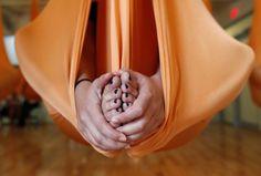 Tutti sospesi a mezz'aria con l'Antigravity Yoga - Repubblica.it