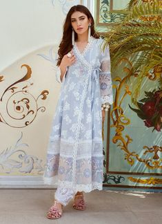 Farah Talib Aziz Blue elegance Luxe Pret 2018 Price in Pakistan famous brand online shopping, luxury embroidered suit now in buy online & shipping wide nation. Pakistani Fashion Casual, Pakistani Dresses Casual, Indian Fashion Trends, Pakistani Dress Design, Eid Outfits Pakistani, Pakistani Lawn Suits, Pakistani Dresses Online, Stylish Dress Designs, Stylish Dresses