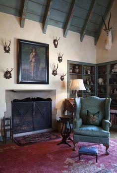 Quanto mais antigo e excêntrico, melhor! Antropóloga monta lar cheio de peças exóticas  Casa Annie Zander (Foto: Ryann Ford / The New York Times)