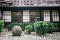 Kyoto: The round stone in Kawai Kanjiro's garden was a collective gift from his friends in Shimane. They wanted to give him a stone lantern for his newly built house but Kawai asked for a round stone instead. Kawai loved to move the stone around the garden and enjoy it in different places. (Photo by Tomoko Matsubayashi)