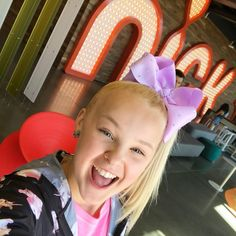 """102 mil Me gusta, 1,017 comentarios - JoJo Siwa (@itsjojosiwa) en Instagram: """"Getting ready to PERFORM at the Kid Choice awards! And I'm NOMINATED! Voting opens in 9 days! Get…"""""""